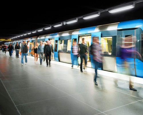 public transport_train_people