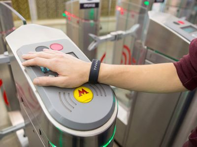 The performance of Banksy was repeated with SILITAG®  RFID wristbands in Moscow Metro